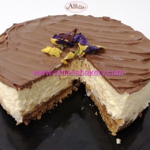 Cheesecake con chocolate y flores comestibles | Amelia Bakery