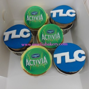 Cupcakes-decorados-fondant-corporativo-TLC-Activia-amelia-bakery_water