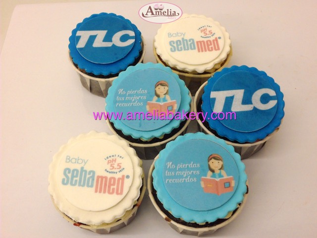 Cupcakes-decorados-fondant-corporativos-2-amelia-bakery_water