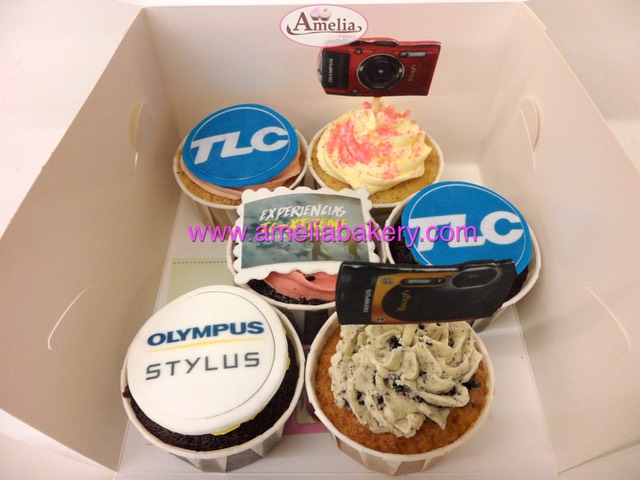 Cupcakes-decorados-fondant-corporativos-amelia-bakery_water