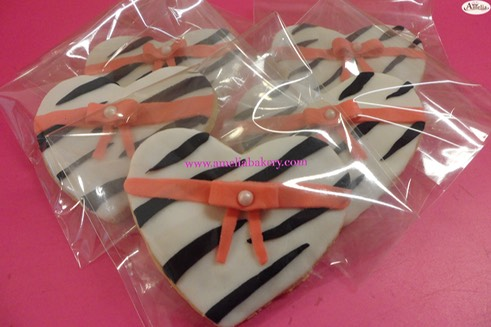 Galleta-decorada-corazon-cebra-amelia-bakery_water