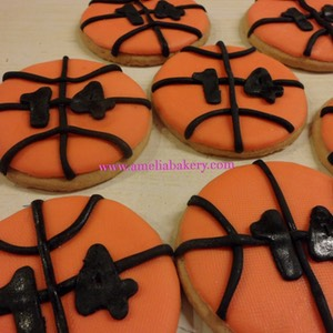 Galletas-decoradas-fondant-pelota-basket-amelia-bakery_water