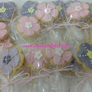 Galletas-decoradas-fondant-flores-amelia-bakery_water