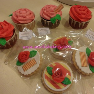 Galletas-decoradas-fondant-Sant-Jordi-amelia-bakery_water