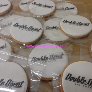Galletas-decoradas-fondant-corporativo-amelia-bakery_water