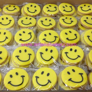 Galletas smile emoticon emoji corporativas Makro www.ameliabakery.com