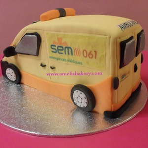 Pastel-decorado-fondant-ambulancia-SEM-061-amelia-bakery_water