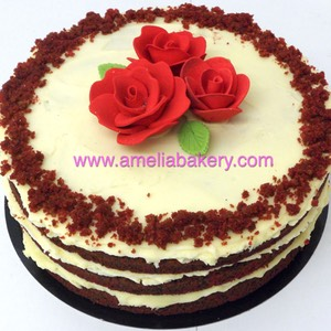 Pastel Red Velvet con Rosas Rojas Naked ameliabakery.com