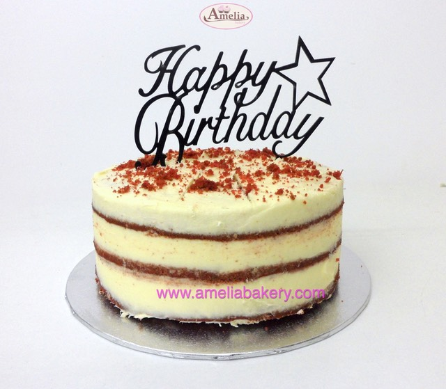 Pastel red velvet seminaked de cumpleaños con topper happy birthday | Amelia Bakery