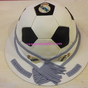 Pastel-tarta-decorada-fondant-balon-bufanda-real-madrid-amelia-bakery  water