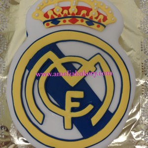 Pastel-tarta-decorado-fondant-escudo-Real-Madrid-amelia-bakery_water