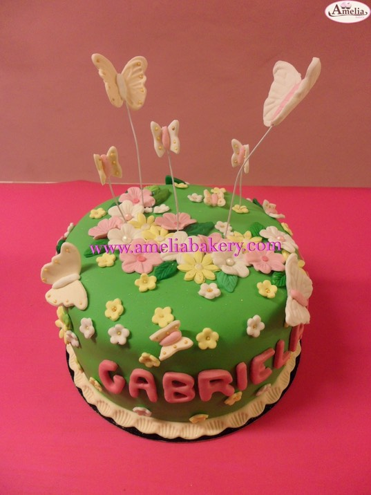 Pastel tarta decorada con fondant flores y mariposas 661 for Mariposas de decoracion para pared