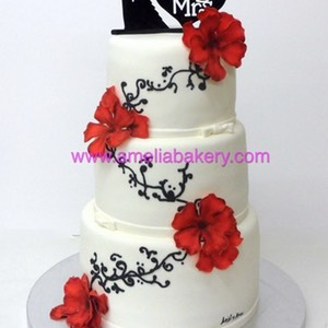 Tarta de boda con flores rojas mrs and ms | Amelia Bakery
