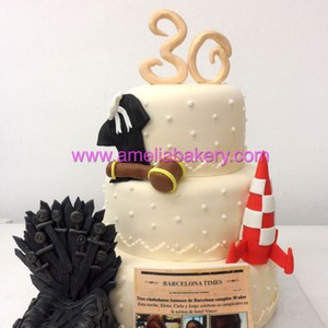 Tarta fondant Game of thrones Iron throne y tintin 3 pisos | Amelia Bakery
