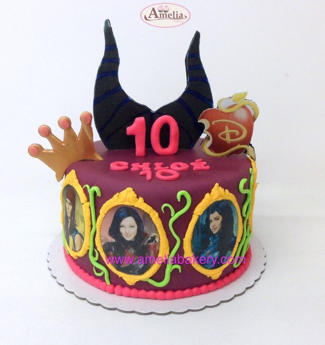 Tarta los descendientes the descendants | Amelia Bakery