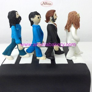 Tarta The Beatles Abby Road fondant pastel personalizado Amelia Bakery